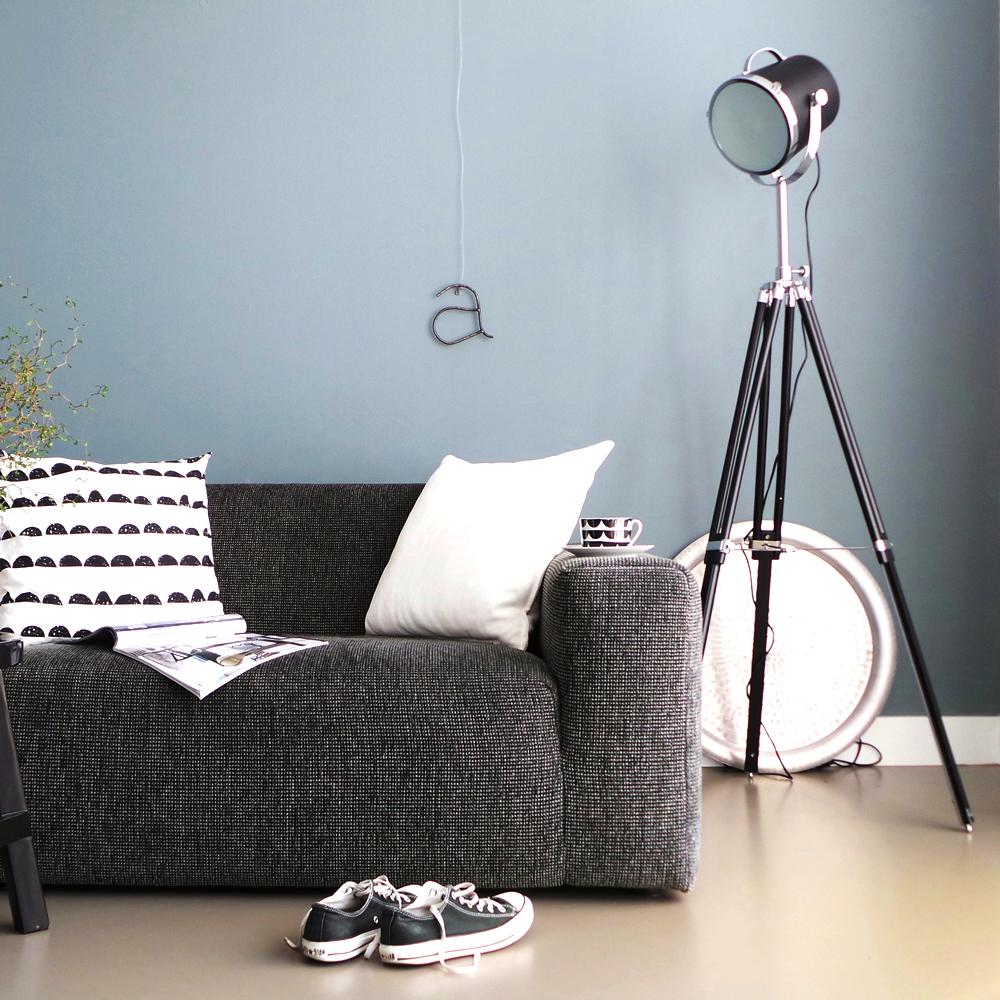 industrie stehlampe triangle in schwarz 21 cm. Black Bedroom Furniture Sets. Home Design Ideas
